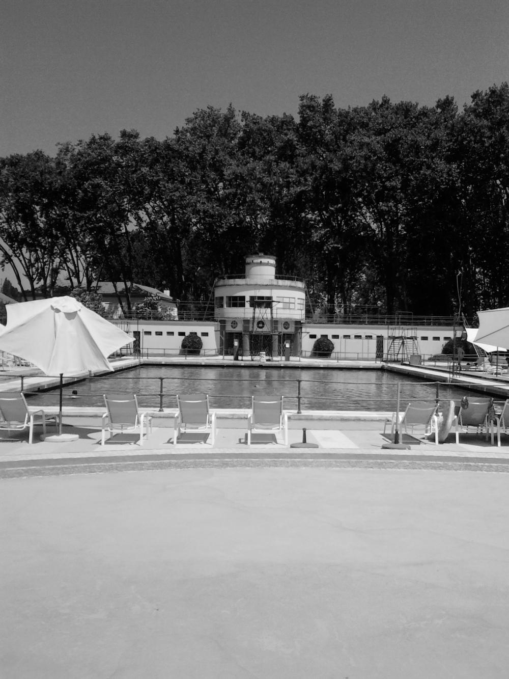 Piscina de Arte Nova, em formato Transatlântico e inaugurada em 1934