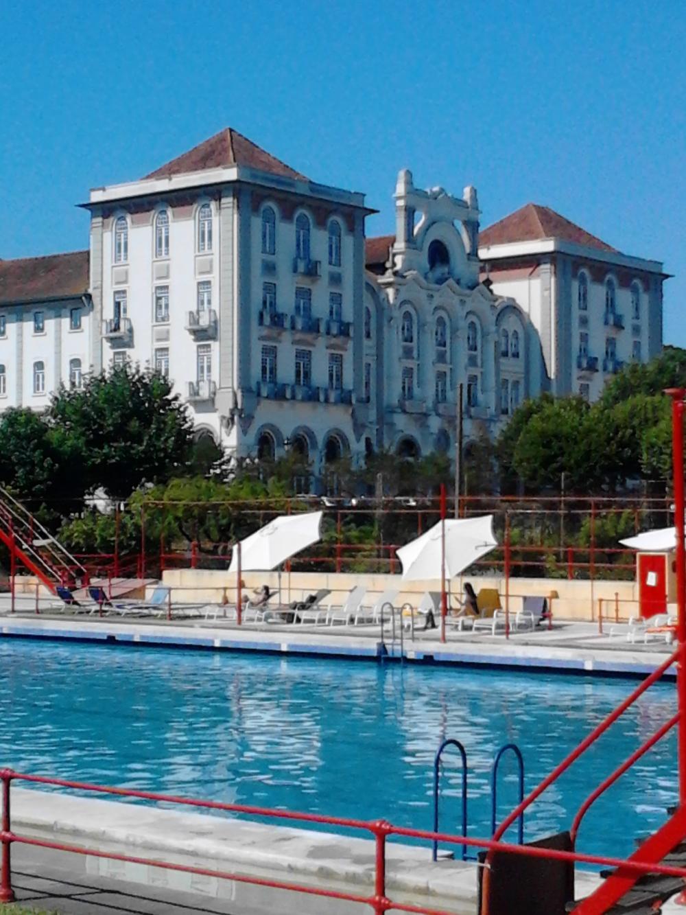 Piscina e Hotel Palace da Curia