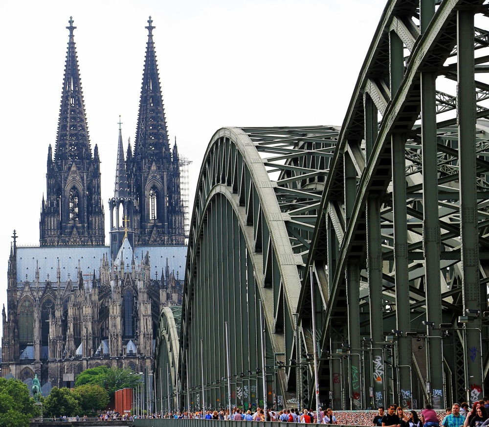 cologne-cathedral-1507854_1920.jpg